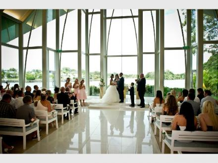 Marry Me Marilyn - Weddings With the WOW Factor